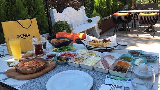 مطعم ساروجة باشاك شهير